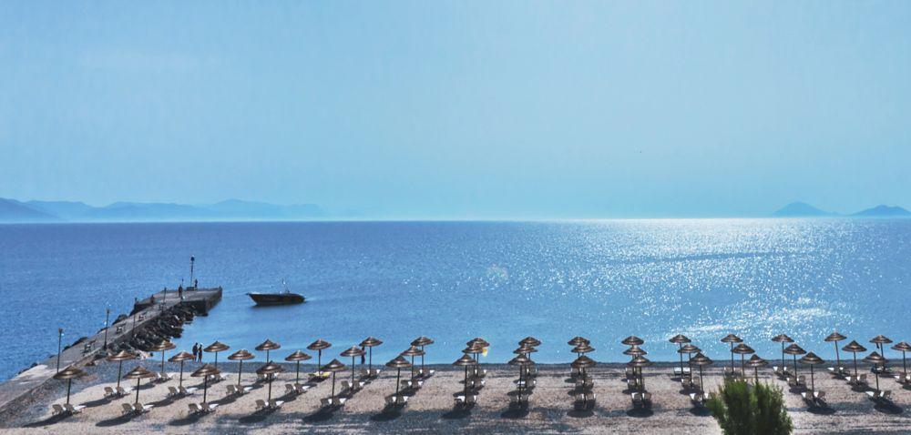 Sensimar oceanis beach resort spa suites junior avec for Piscine oceanis