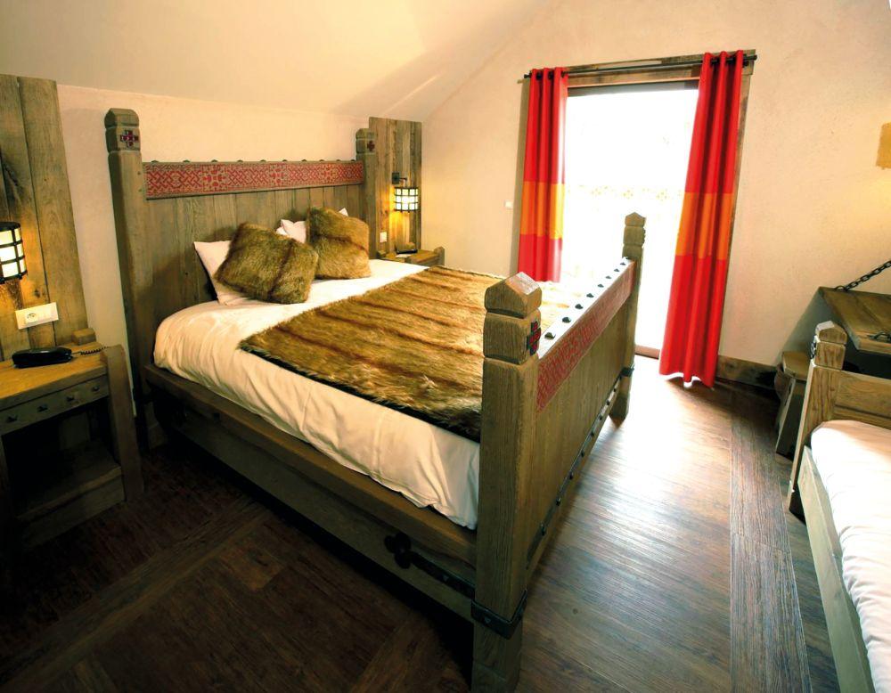 puy du fou in poitou charentes jetair jetair devient tui. Black Bedroom Furniture Sets. Home Design Ideas