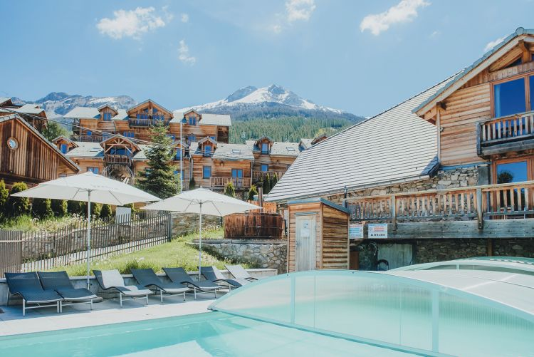Residence les logis d 39 orres in alpes du sud jetair jetair devient tui - Acheter chateau gonflable ...