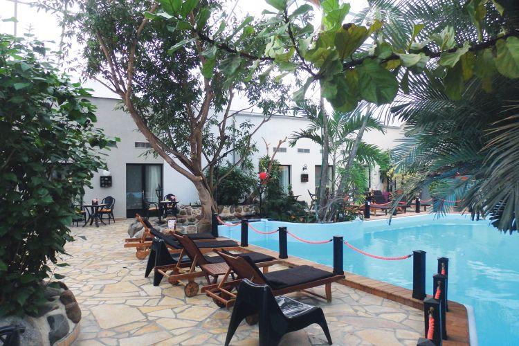 Hotel tropical in ardennes belgique et le hainaut jetair for Prix piscine belgique