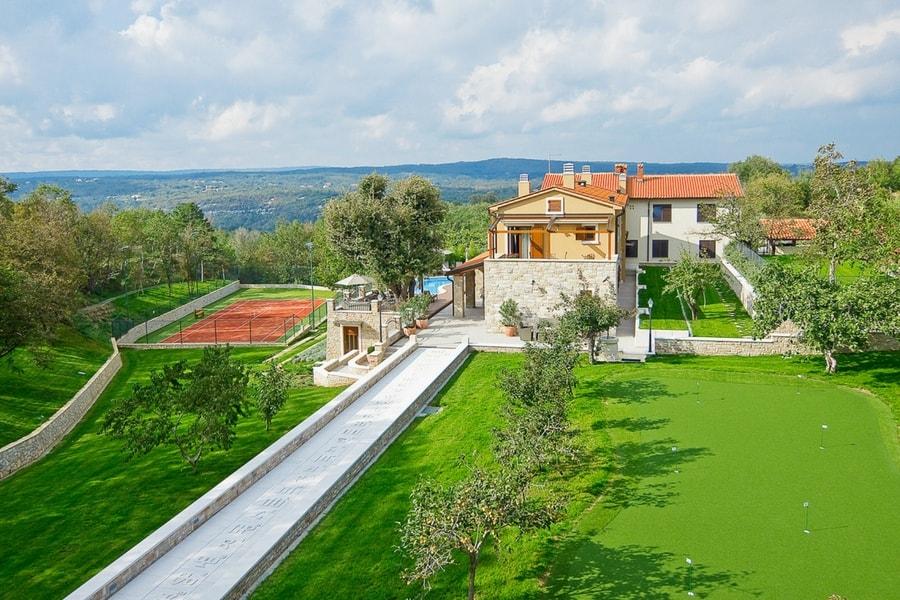 cette belle maison de vacances situe labin en istrie peut accueillir huit vacanciers si vous souhaitez faire autre chose quadmirer la vue sur le